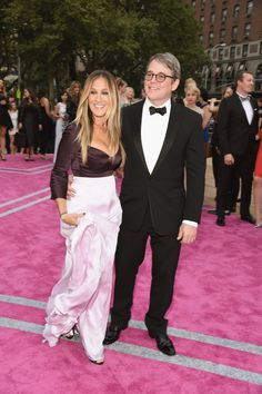 Sarah Jessica Parker Ignores the Flashing Cameras and Focuses on Matthew Broderick
