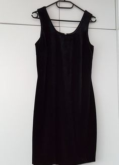 Kup mój przedmiot na #vintedpl http://www.vinted.pl/damska-odziez/krotkie-sukienki/12134952-czarna-vintage-trendy-sukienka-z-aksamitu-hit-sezonu