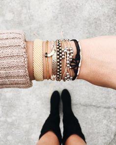 This stack of bracelets is amazing - Get Off At Pura Vida with Code Pura Vida Bracelets, Cute Bracelets, Bracelets For Men, Beaded Bracelets, Cute Jewelry, Modern Jewelry, Bridal Jewelry, Jewelry Party, Boho Jewelry