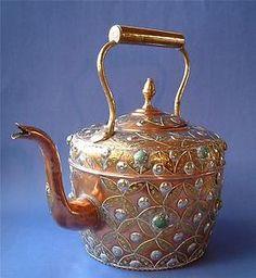 Morrocan vintage brass and copper teapot Copper Utensils, Cute Teapot, Antique Tea Cups, Tea Kettles, Teapots And Cups, Copper Metal, Chocolate Pots, Tea Parties, Tea Cup Saucer