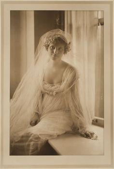 1910s Bridal portrait. Photograph by Martin Schweig, Image © Harvard Art Museums.