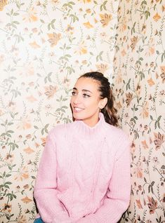 Presenter and food columnist Laura Jackson talks to R29 about style and her latest gigs hosting London Fashion Week Festival and the Brit Awards backstage.