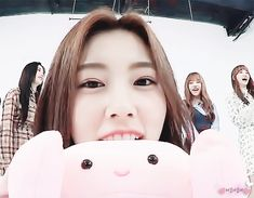 181126 아미고tv #izone #hyewon Yuri, Girl Group, Queens, Gifs, Entertainment, Coffee, Tv, Happy, Kaffee