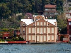 Vaniköy Recaizade Mahmut Ekrem Yalısı Vernacular Architecture, Art And Architecture, World's Most Beautiful, Beautiful Homes, Istanbul City, Waterfront Homes, Luxury Homes Interior, Antalya, Seaside