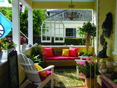 Brilliant 7 Easy and Simple Front Porch Design Ideas On A Budget Do you like to relax on the terrace while daydreaming or brewing coffee? The terrace can be placed in the front, rear, or side area because it functio. Country Front Porches, Small Porches, Porch Decorating, Decorating Ideas, Decor Ideas, Front Porch Design, Patio Swing, Diy Porch, Outdoor Furniture Sets