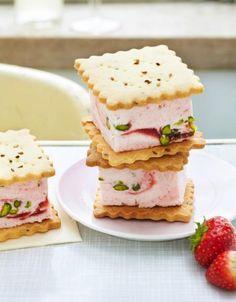 Rezept: Erdbeerparfait-Sandwich // Abkürzung: mit Butterkeksen oä
