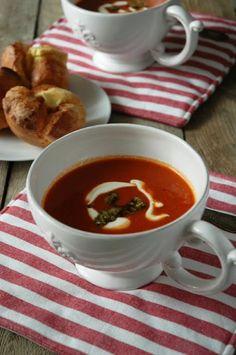 Cookie with Marmalade: Kremowa zupa pomidorowa z pesto i bułeczkami Yorkshire