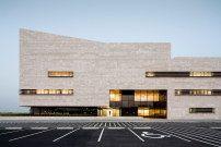 Herzklinik in Kuwait / Natursteintherapie - Architektur und Architekten - News / Meldungen / Nachrichten - BauNetz.de