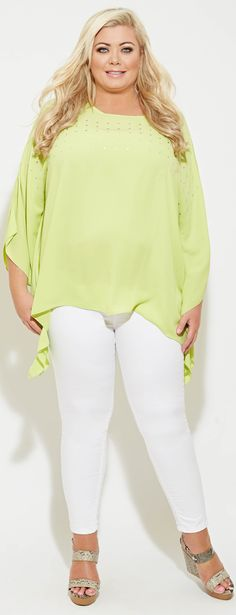 Good idea for a plus size travel outfit for warm climates (make sure to wear leggings not jeans) - http://www.boomerinas.com/2015/08/09/what-to-wear-in-hawaii-tinas-guide-to-hawaiian-chic-more-2/