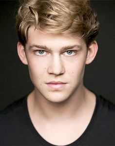 b723f35e09 Newcomer Joe Alwyn Lands Lead in Ang Lee s  Billy Lynn s Long Halftime  Walk The