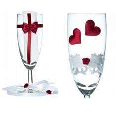 God champagne fortjener gode glas. Fyld dem med ringe og bobler. http://www.ctiparty.dk/shop/champagneglas-med-hjerter-2003p.html