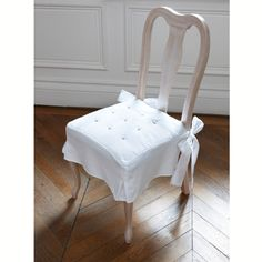 coprisedia Bar Stool Slipcovers, Kitchen Chair Cushions, Kitchen Chairs, Table And Chairs, Side Chairs, Painted Furniture, Home Furniture, Bay Window Treatments, French Style Chairs
