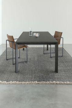 Combo Design is officieel dealer van Arco ✓Essenza eetkamertafel ✓ Gratis offerte aanvragen ✓ Makkelijk te bestellen Dining Table, Furniture, Design, Home Decor, Arch, Glass House, Decoration Home, Room Decor, Dinner Table