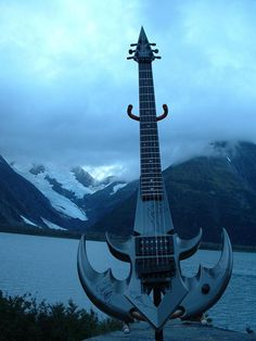 one of my dream guitars. too bad I don't know its name