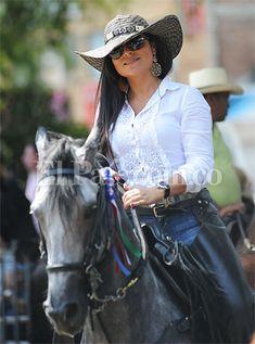 Cabalgata de la #FeriadeCali: las mujeres más lindas del desfile equino. #Cali…
