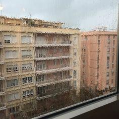 Hoy ha caído lo más grande en #cadiz !! Los truenos me ha despertado de la siesta así como la inundación de la terraza del hotel... Hace un frío del carajo!!! Creo que @cadian40 me ha estado engañando todos estos años  by bearoque