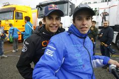 hermanos - Marc and Alex Marc Marquez, Motogp, Boys Leather Jacket, Valentino Rossi, Happy People, Champs, Yamaha, Motorcycle Jacket, Winter Jackets
