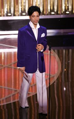 Prince Photos - Singer Prince presents the awards for best original song during the 77th Annual Academy Awards on February 27, 2005 at the Kodak Theater in Hollywood, California. - The 77th Annual Academy Awards - Show