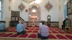Muslimischer Verein Bern   Das Nachtgebet in der Europaplatz Moschee. Im Gebet finden wir Ruhe und Gelassenheit.