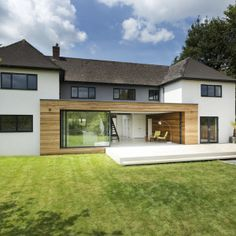 Classical English House with Modern Extension by AR Design December along a leafy lane on the outskirts of Winchester sits The Runners House. This classical English house was transform. Layouts Casa, House Layouts, Style At Home, Architecture Design, Design Exterior, English House, House Extensions, Modern House Design, Home Fashion