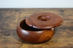 Items similar to Wooden Bowl Japanese vintage lacquered wooden bowl with lid sweets bowl server bowl handmade in Japan Quality wood bowls on Etsy Vintage Gifts, Vintage Items, Japanese Plates, Antique Tea Cups, Wood Bowls, Vintage Japanese, Gifts For Mom, Tea Pots, Vintage Style