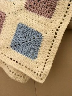Ravelry: Baby-blanket pattern by Jeanet Jaffari Crochet Square Patterns, Crochet Stitches Patterns, Crochet Squares, Crochet Quilt, Crochet Bebe, Granny Square, Crochet Mermaid Tail, Manta Crochet, Baby Kind