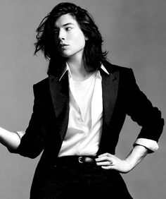 Ezra Miller is beautiful. Masculine yet feminine. Ezra Miller, Beautiful Boys, Pretty Boys, Beautiful People, Gorgeous Men, Patti Smith, Style Androgyne, Just Kids, Yennefer Of Vengerberg