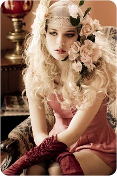 Boho meets the 20s - Flapper inspired make-up with flower veil hair piece and romantic curls. Omg.... shut the freaking front door! EXACTLY what I've been wanting to see in reality!