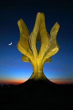 Spomenik Stone flower by Bogdan Bogdanović 1966 / Jasenovac, #Croatia #spomenik //Foto: Danijel Soldo