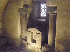 Detalle altar cripta de Santa Leocadia