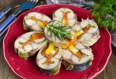 Mackerel cold appetizer with vegetables and egg - My favorite recipes Cold Appetizers, Appetizers For Party, Appetizer Recipes, Seafood Dishes, Fish And Seafood, Fish Recipes, Seafood Recipes, My Favorite Food, Favorite Recipes
