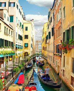 It's already warming up here in Florida but we are eagerly counting down the days until our trip to Europe starts. Just four more months until we are in Italy and have the chance to view the beautiful canals of Venice!  Thank you @kobi_refaeli for the photo.  #remotework #workfromanywhere #locationindependent #travel #travelgram #digitalnomad by theremoteexperience
