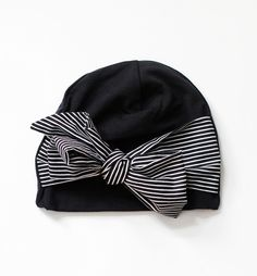 This is an absolutely adorable hat for young girls by Finnish Papu Design. Stylish black with a big stripey bow at the front - perfect! Baby Sewing Projects, Sewing For Kids, Free Sewing, Sewing Hacks, Unicorn Hat, Girls Bows, Baby Outfits Newborn, Baby Boutique, Baby Headbands