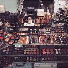 I want a lot of makeup for Christmas because I want to start a makeup collection so one day I'll have a lot of makeup to do others so pretty much want to start a makeup artist kit