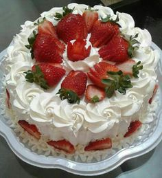 Bolo aniversário Strawberry Cream Cheese Pound Cake Recipe, Strawberry Cake Recipes, Cookie Cake Designs, Baking Recipes, Dessert Recipes, Birthday Sheet Cakes, Cupcake Cakes, Cake Icing, Pound Cake Recipes