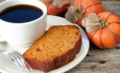 Perfect with a cup of coffee or tea, this easy Pumpkin Spice Bread is a yummy quick bread to enjoy all through the holidays. This recipe can easily be doubled or tripled and baked in muffin pans Pumpkin Spice Bread, Vegan Pumpkin, Pumpkin Recipes, Fall Recipes, Pumpkin Dishes, Pumpkin Puree, Low Calorie Lunches, Avocado, Tasty Dishes