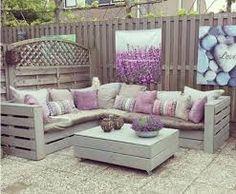 Risultati immagini per divano fatto coi bancali
