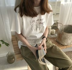 clothes fashion kfashion korean fashion style street style cute kawaii soft pastel aesthetic outfit inspiration elegant skinny fashionable spring autumn winter cozy comfy clothing r o s i e Korean Fashion Summer, Korean Fashion Trends, Korea Fashion, Asian Fashion, Look Fashion, Girl Fashion, Fashion Outfits, Fashion Tips, Jeans Fashion