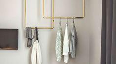 Den snyggaste klädstången gör du själv med få medel. Designhotellet Bold i München har inspirerat oss till den här modellen som hänger fritt från taket.