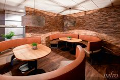 STÄRKE: 10 – 25 mm  FORMAT: 700 x 200 mm  AUFBAU: Massiv  #hafroedleholzböden #parkett #böden #gutsboden #landhausdiele #bödenindividuellwiesie #vinyl #teakwall #treppen #holz #nachhaltigkeit #inspiration Teak, Fiji, Vinyl, Conference Room, Table, Inspiration, Furniture, Home Decor, Wood Floor