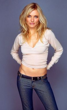 A tall, strikingly attractive blue-eyed natural blonde, Cameron Diaz was born in 1972 in San Diego, the daughter of a Cuban-American father and an Anglo-German mother. Cameron Diaz Body, Cameron Dias, Cameron Diaz Style, Non Blondes, John Malkovich, Tips Belleza, Hair Pictures, Charlize Theron, Models