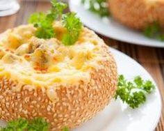Buns farcis au poulet et à la béchamel : http://www.cuisineaz.com/recettes/buns-farcis-au-poulet-et-a-la-bechamel-89180.aspx