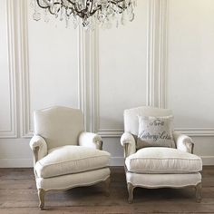 These beautiful vintage bergere chairs are so incredibly comfortable, they have been newly reupholstered in our Belgian linen with our cloud down cushions... coming soon.... #fullbloomcottage #antiques #vintagebergerechairs