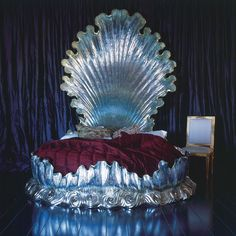 Bespoke Silver Shell Bed. If I was a rich girl, nananananananananaaaah.