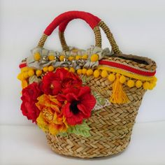 Handmade Foiscà by Patrizia Secci Basket Bag, Basket Decoration, Knitted Bags, Handicraft, Diy Clothes, Straw Bag, Purses And Bags, Knit Crochet, Sewing Patterns