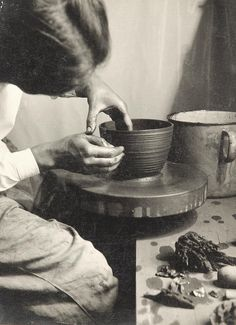 lucie rie at the wheel in vienna, 1935.