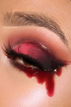 Warning: These creepy Halloween eye makeup looks are .-Warnung: Diese gruseligen Halloween-Augen-Make-up-Looks sind nichts für schwach… Warning: these creepy Halloween eye makeup looks are not for the faint of heart # creepy - Halloween Eye Makeup, Halloween Makeup Looks, Devil Halloween Costumes, Devil Costume, Halloween Hair, Halloween Make Up Scary, Halloween Ideas, Sexy Vampire Costume, Red Makeup Looks