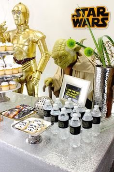 Love the Star Wars movies? Check out this Movie Celebration Star Wars Birthday Party with real party ideas, Star Wars food, and more! See it here! Turtle Birthday, Star Wars Birthday, Boy Birthday, Star Wars Cake, Star Wars Party, Birthday Party Rentals, Bar Mitzvah Party, Star Wars Wedding, Star Decorations