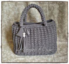 ...le mie CREAZIONI: Borse in fettuccia...una vera mania!!! Crochet Tote, Crocheted Bags, My Bags, Bucket Bag, Straw Bag, Projects To Try, Embroidery, Stitch, Purses