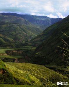 Imponente el río #Guaitara corta la cordillera e los Andes formando un espectáculo natural que me ha maravillado desde niño.  #Fotografía #Paisaje #Verde #Naturaleza #Andes #Photography #Landscape #Nature #Andean #photooftheday #picoftheday @serial_traveler